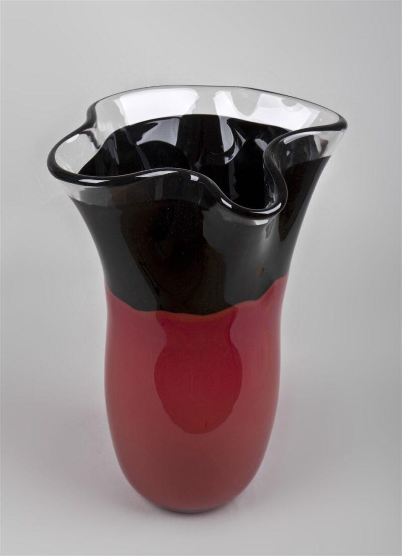 Glasgefäß (rot/schwarz)